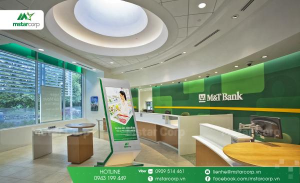 Standee điện tử quảng cáo ở ngân hàng