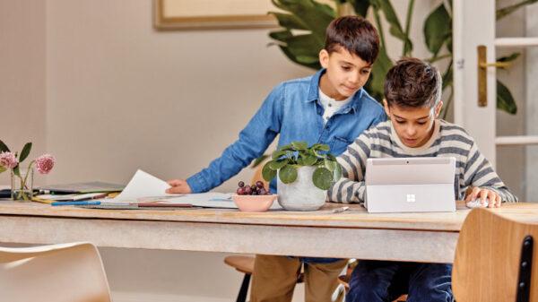 Office 365 hoạt động như song song với người sử dụng ở khắp mọi nơi.